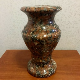 Фото ваза из капустинского гранита