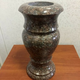 Фото ваза из токовского гранита
