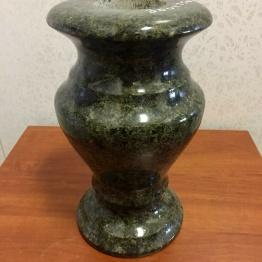 Фото ваза из масловского гранита