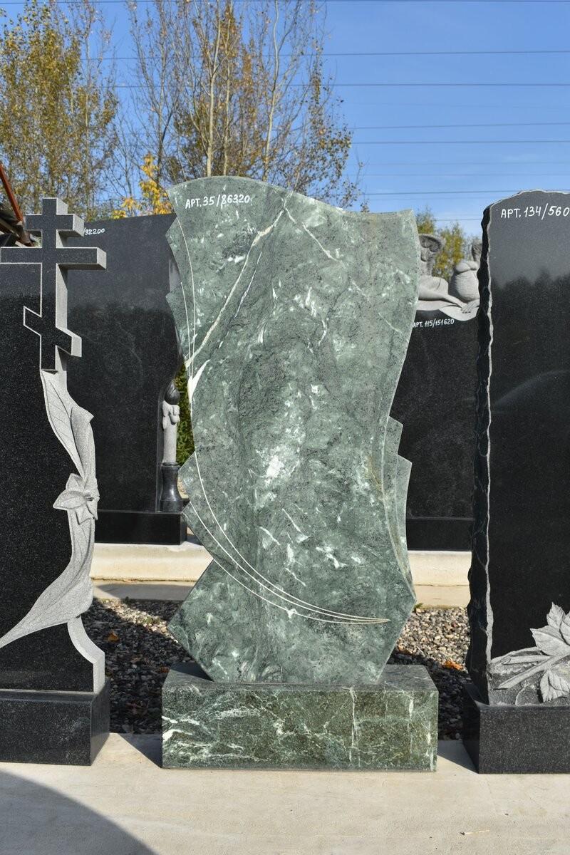 фото памятники мужчинам